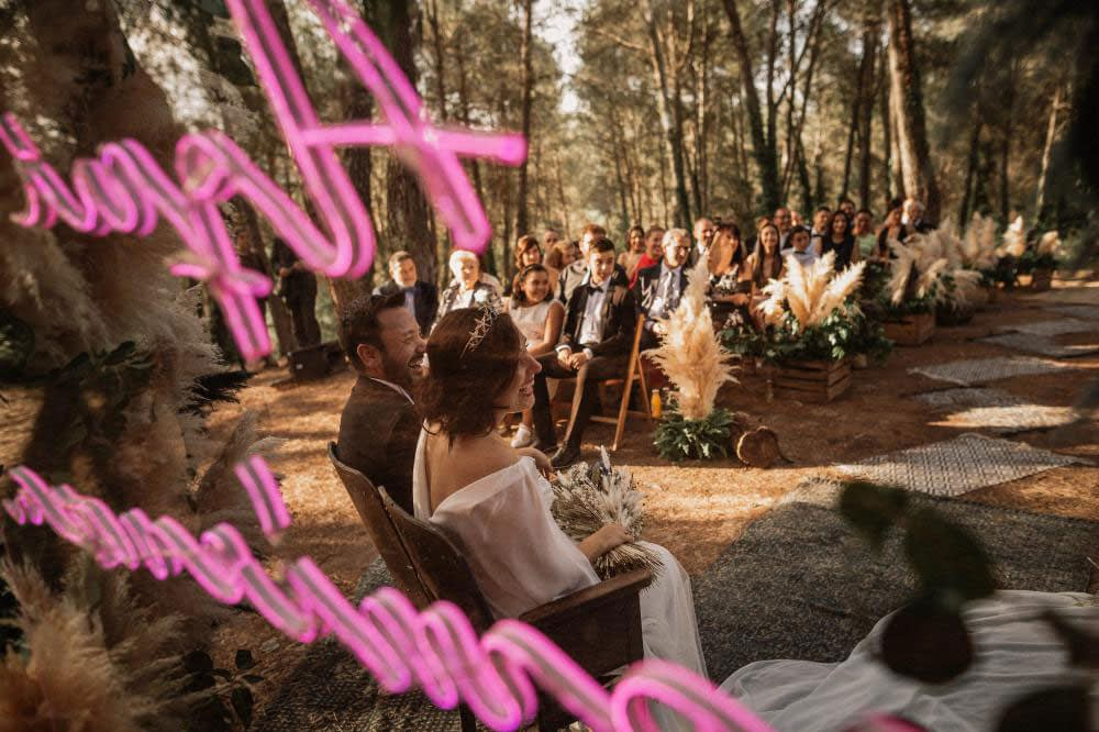 """Image by <a class=""""text-taupe-100"""" href=""""http://www.pablolaguia.com"""" target=""""_blank"""">Pablo Laguia Photography</a> via <a class=""""text-taupe-100"""" href=""""http://www.rockmywedding.co.uk"""" target=""""_blank"""">Rock My Wedding</a>."""