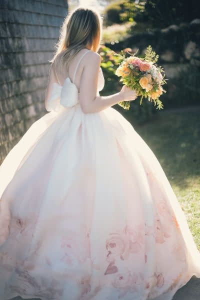 """Image by <a class=""""text-taupe-100"""" href=""""http://www.katieslaterphotography.com"""" target=""""_blank"""">Katie Slater Photography</a> via <a class=""""text-taupe-100"""" href=""""http://www.stylemepretty.com"""" target=""""_blank"""">Style Me Pretty</a>."""
