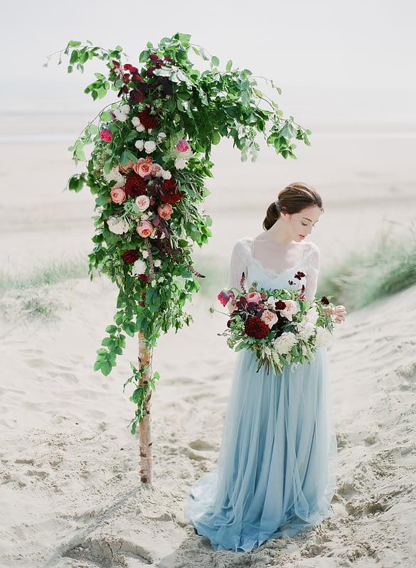 "Image by <a class=""text-taupe-100"" href=""http://juliemichaelsen.com"" target=""_blank"">Julie Michaelsen Photography</a> | Flowers by <a class=""text-taupe-100"" href=""https://www.blueskyflowers.co.uk"" target=""_blank"">Blue Sky Flowers</a>."